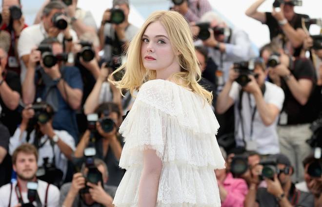 Giám khảo trẻ nhất lịch sử Cannes Elle Fanning: Đẹp vô thực, từ bóng của chị gái thành cô tiên nước Mỹ quyền lực - Ảnh 13.