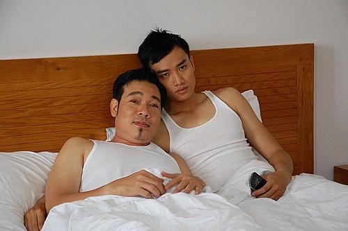 Bất ngờ chưa, trước một Vũ sở khanh hớp hồn, Quốc Trường đã vào vai tay vịn cho đại gia đồng tính ngọt xớt! - ảnh 2