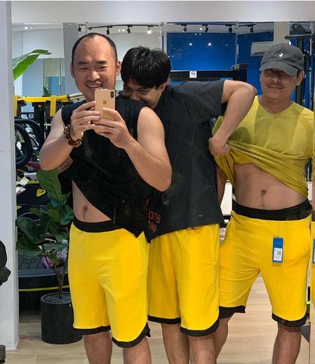 Anh Tú lầy lội vén áo để lộ bụng bia của Tiến Luật và Kiều Minh Tuấn khiến fan cười ngất - ảnh 1