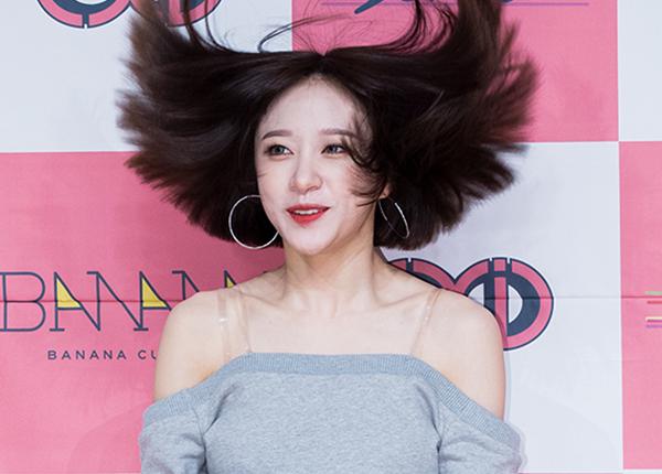 Khi idol Kpop tóc gió thôi bay: Người đẹp lồng lộn, kẻ thành trò cười thiên hạ, riêng em út BLACPINK gây tò mò - ảnh 11