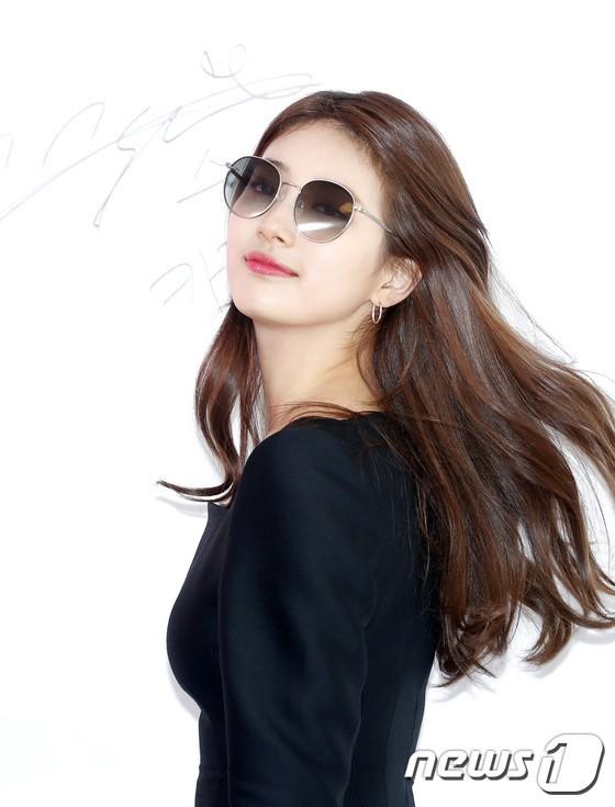 Nữ thần sắc đẹp Suzy gây náo loạn khu phố Hàn vì đẹp lồng lộn, được dàn vệ sĩ hộ tống như bà hoàng tại sự kiện - ảnh 7