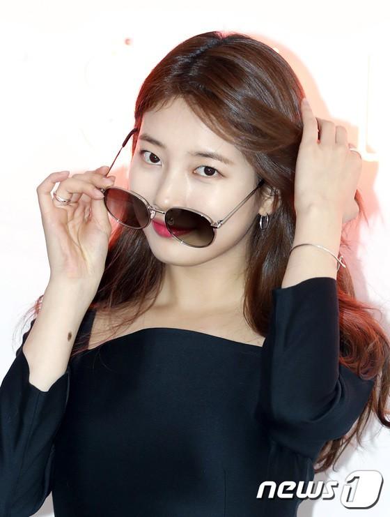 Nữ thần sắc đẹp Suzy gây náo loạn khu phố Hàn vì đẹp lồng lộn, được dàn vệ sĩ hộ tống như bà hoàng tại sự kiện - ảnh 10