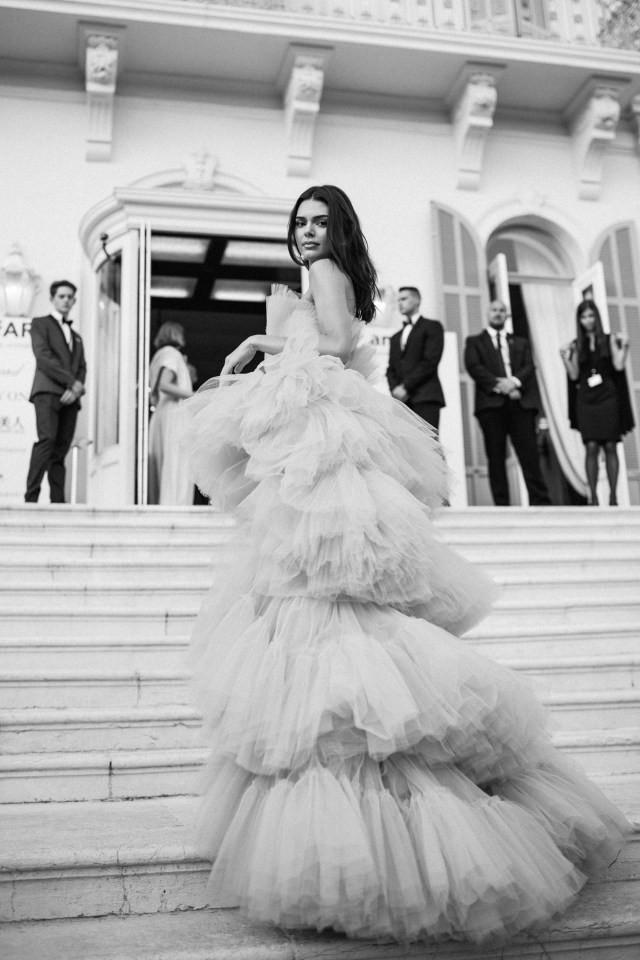 Top khoảnh khắc đắt giá nhất Cannes 2019: Dàn mỹ nhân 9X bất ngờ chiếm đa số, Selena và cặp đôi Brooklyn ấn tượng mạnh - ảnh 11
