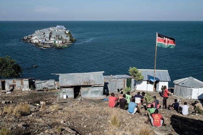 """Hòn đảo """"nghẹt thở"""" nhất hành tinh: Chưa bằng nửa sân bóng nhưng có cả nghìn dân - ảnh 4"""