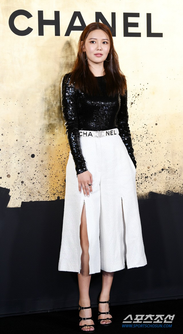 Sự kiện Chanel tại Seoul: Kristen Stewart xuất hiện với diện mạo dọa ma, chị em nhà Jessica - Krystal xuống sắc - ảnh 9