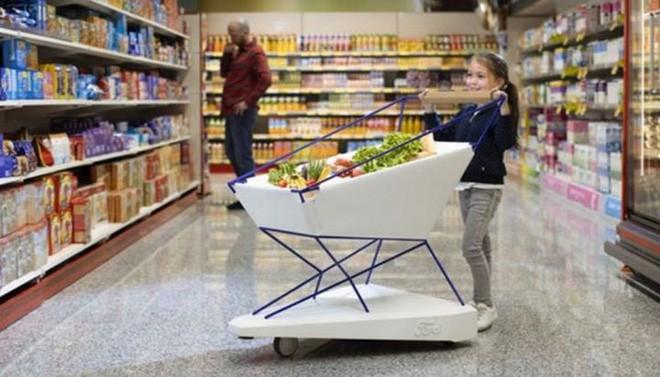 Ford giới thiệu xe đẩy hàng thông minh trong siêu thị: Có thể tự phanh, tránh trường hợp trẻ nghịch ngợm làm xe đua - Ảnh 1.