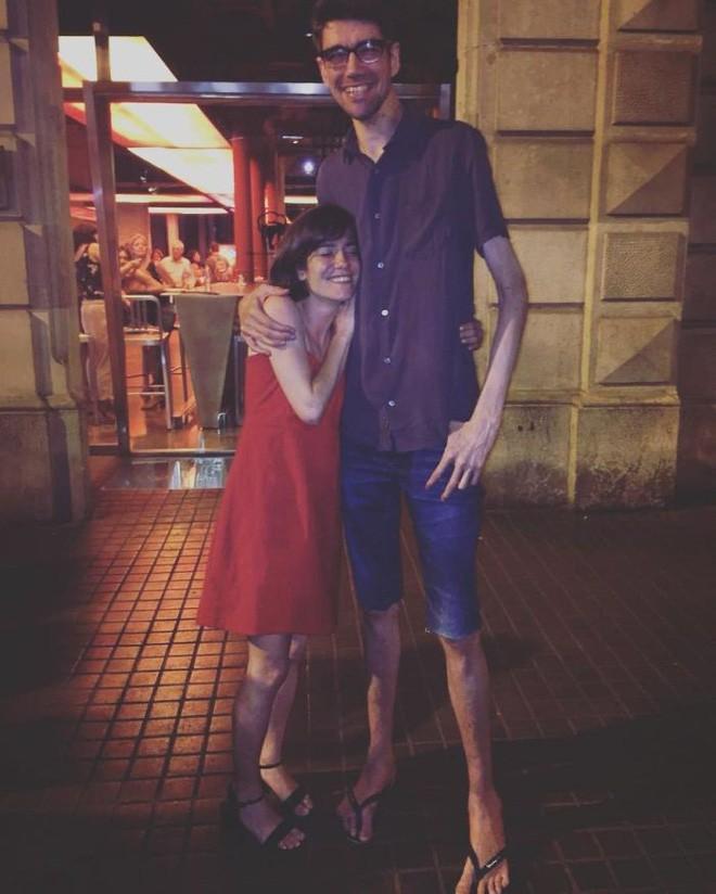 Chứng bệnh lạ kỳ khiến chàng trai cao 1m98, nặng 55kg trở thành siêu sao phim kinh dị - ảnh 4