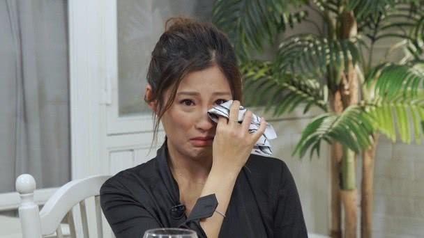 Hồng Kim Bảo - tình cũ Phạm Băng Băng ngồi xe lăn ở tuổi xế chiều với tình trạng sức khoẻ đi xuống - Ảnh 4.