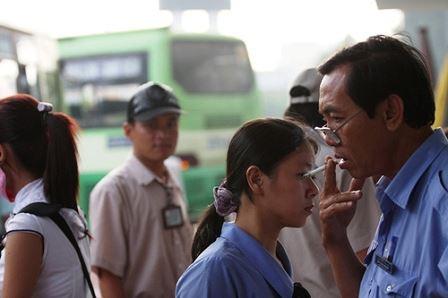 Nghiên cứu cách phạt nguội người hút thuốc lá tại nơi công cộng - Ảnh 3.