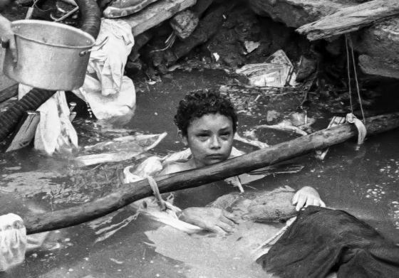 Omayra Sanchez và đôi mắt đen vô vọng - Biểu tượng của thảm hoạ tự nhiên khủng khiếp nhất lịch sử loài người - ảnh 4