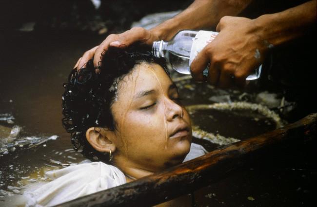 Omayra Sanchez và đôi mắt đen vô vọng - Biểu tượng của thảm hoạ tự nhiên khủng khiếp nhất lịch sử loài người - ảnh 7