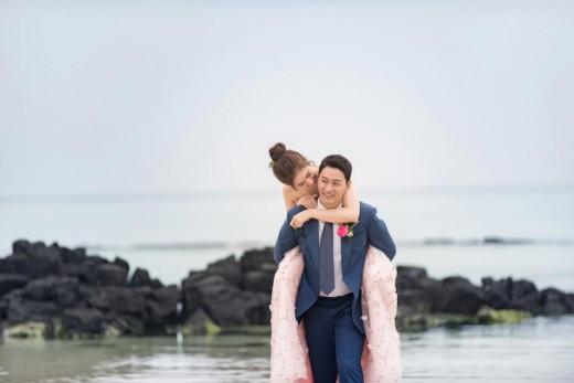 Tài tử Sắc đẹp ngàn cân khoe ảnh cưới mà dân tình chỉ dán mắt vào cô dâu đẹp như Hoa hậu, còn na ná Kim Tae Hee - Ảnh 2.