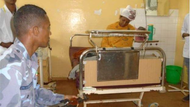 Tấm gương hiếu học: Bà mẹ Ethiopia thi hết cấp II ngay ở bệnh viện sau khi sinh con đúng 30 phút - ảnh 2