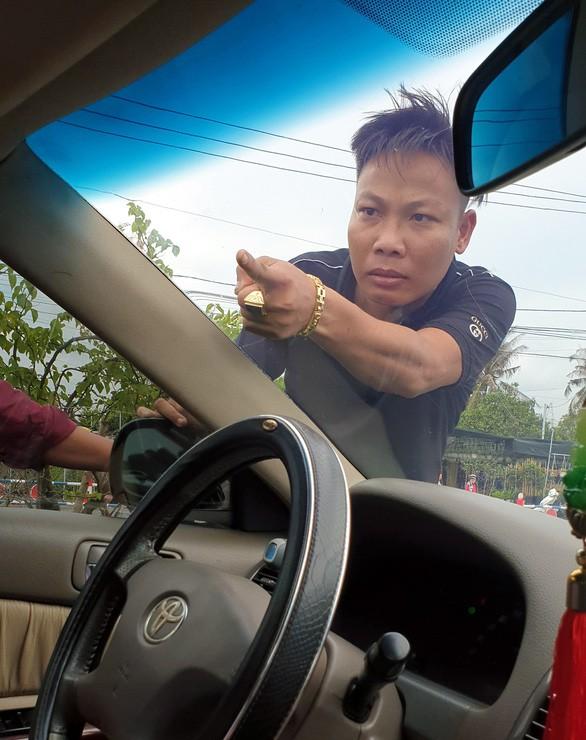 Bộ Công an vào cuộc vụ nhóm giang hồ chặn vây xe công an ở tỉnh Đồng Nai - ảnh 1
