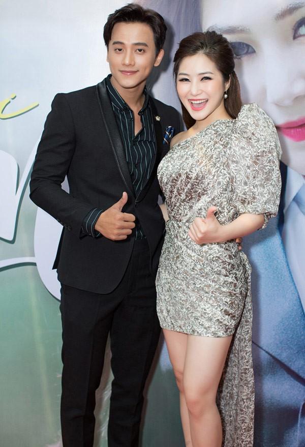 Hương Tràm bất ngờ bị fan liên tục réo tên sau khi Mỹ Tâm và Mai Tài Phến lộ loạt ảnh tình tứ trên máy bay - ảnh 4