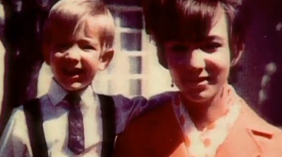 Tuổi thơ khốn khó của tỷ phú Amazon với người mẹ có nghị lực phi thường: 18 tuổi làm mẹ đơn thân, ngày ngày vẫn đem con đến lớp học - ảnh 2