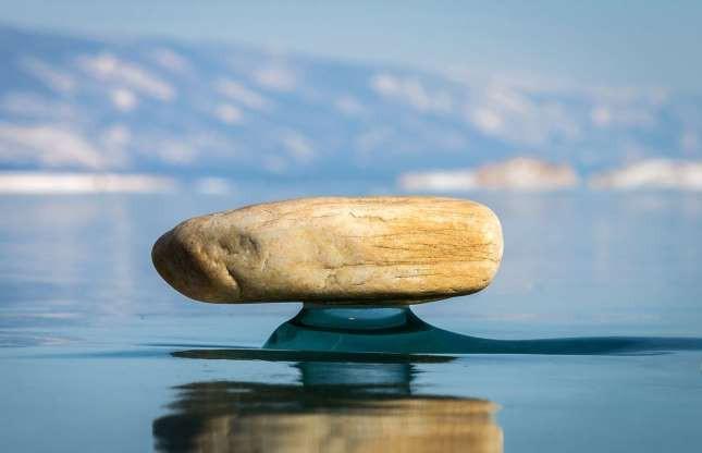 Những hình ảnh đáng kinh ngạc về tạo hình băng trên hồ Baikal - ảnh 1