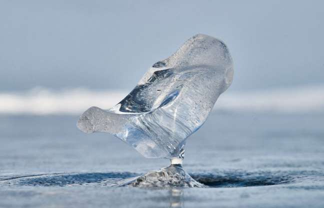 Những hình ảnh đáng kinh ngạc về tạo hình băng trên hồ Baikal - ảnh 17