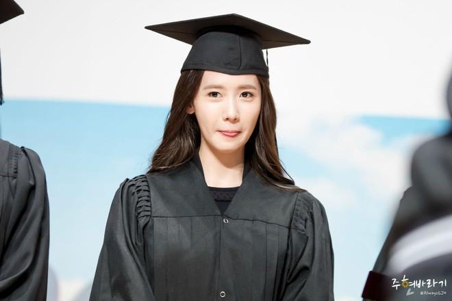Muôn kiểu sao Hàn gây náo loạn khi đến trường: Sương sương đi học, đi thi thôi mà như dự sự kiện, đẹp tựa cảnh phim - Ảnh 4.