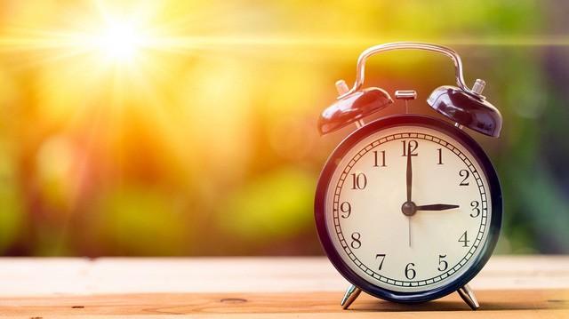 Bước đầu tiên để trở thành người giàu có không phải kiếm tiền mà là dậy sớm: Với quy tắc 50-30-10-10 này, chuyện thức giấc dễ như trở bàn tay - ảnh 3