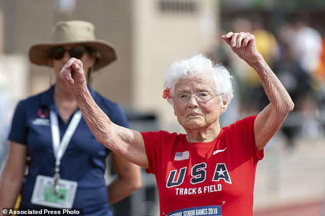 Bà cụ 100 tuổi mới tập chạy bộ, 103 tuổi vô địch giải chạy toàn quốc kèm hàng loạt kỷ lục không thể tin nổi - ảnh 1