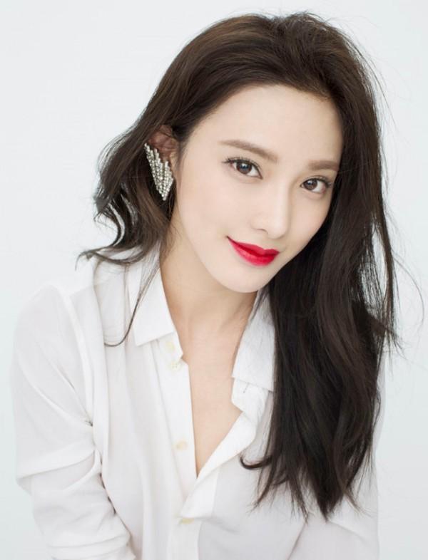 3 diễn viên lạ đời nhất làng phim Hoa Ngữ: Làm mỹ nhân cổ trang đẹp nhức nách nhưng cứ đóng phim hiện đại nhìn như osin - ảnh 3