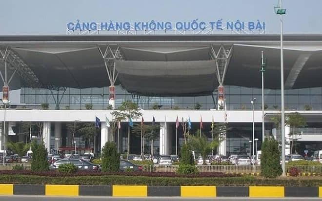 Tài xế taxi rút dao uy hiếp nhân viên an ninh sân bay Nội Bài vì bị nhắc nhở đỗ xe sai quy định