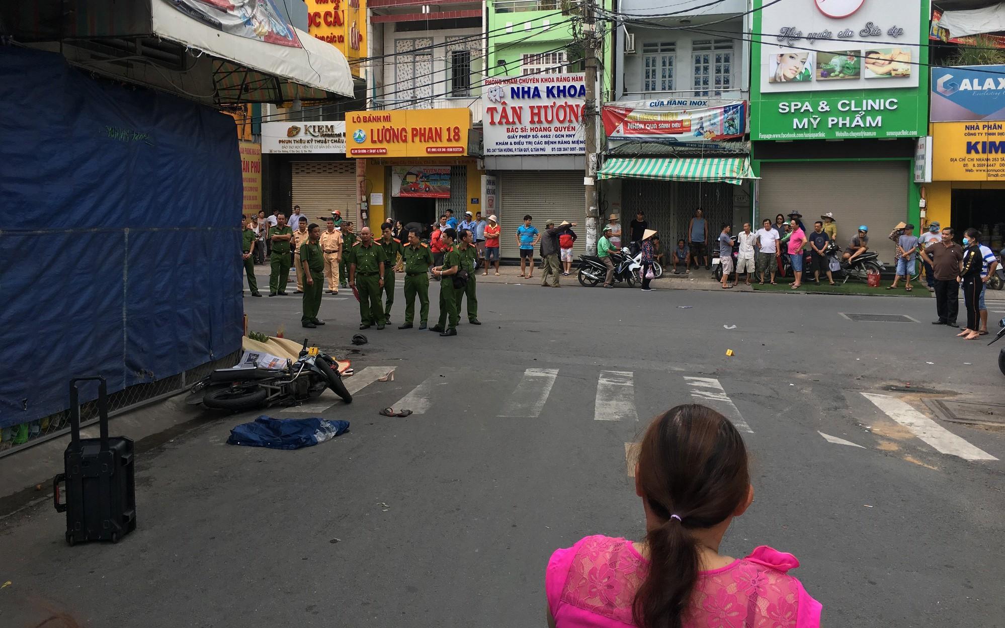 TP.HCM: Nam thanh niên đau đớn bò lê trên đường kêu cứu vì bạn gái bất tỉnh sau tai nạn