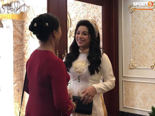 Khánh Linh lộ bụng to trong đám hỏi, dân tình vào chúc mừng Bùi Tiến Dũng được cả vợ lẫn con - Ảnh 5.