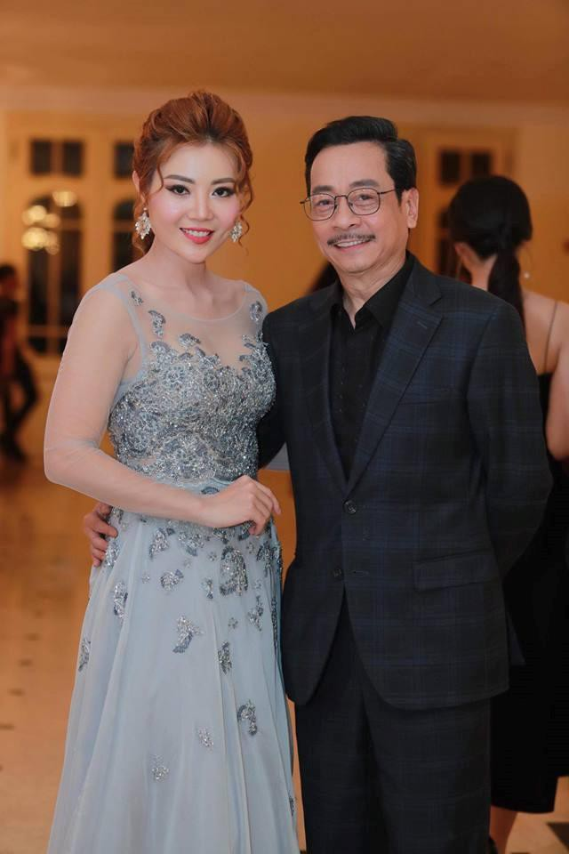 Giữa lùm xùm gây tranh cãi, NSND Hoàng Dũng vẫn vui vẻ tươi cười trò chuyện cùng Lan Cave Thanh Hương - Ảnh 2.