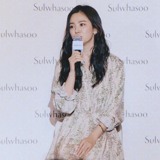 Nửa năm xa cách và loạt dấu hiệu báo trước việc ly hôn của Song Joong Ki và Song Hye Kyo - ảnh 5