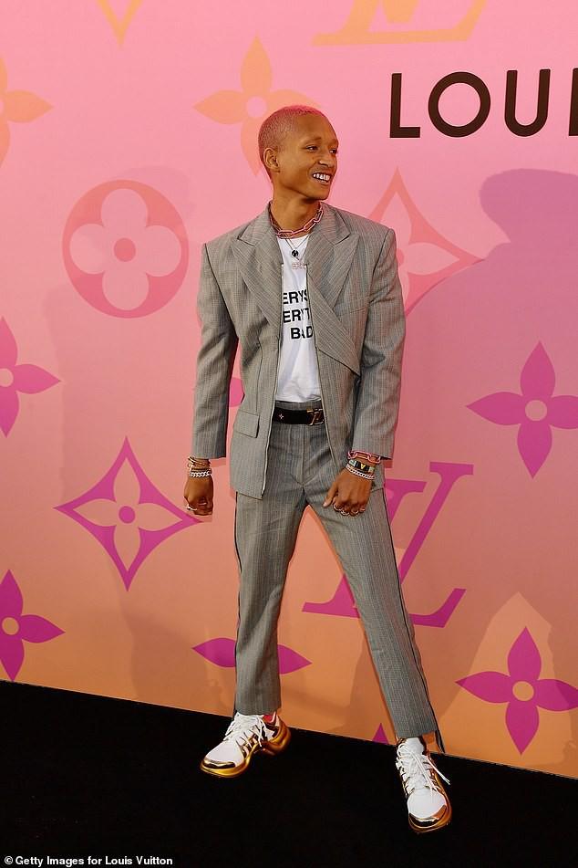 Con trai nhà tài tử Will Smith gây sốc với kiểu tóc hồng lởm chởm chưa đủ, giờ lại còn bọc nốt răng màu... rose gold - Ảnh 5.