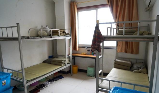 Bên trong trung tâm cai nghiện Internet ở Trung Quốc: Trói vào giường và biệt giam là biện pháp thường thấy - ảnh 1