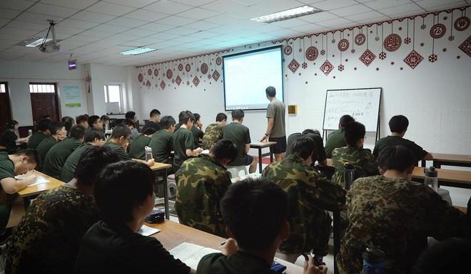 Bên trong trung tâm cai nghiện Internet ở Trung Quốc: Trói vào giường và biệt giam là biện pháp thường thấy - ảnh 3