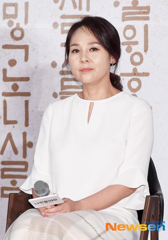 Dàn cast Kí sinh trùng và đông đảo sao Hàn dự tang lễ cố diễn viên Mặt trăng ôm mặt trời, chồng đạo diễn buồn rầu - ảnh 1