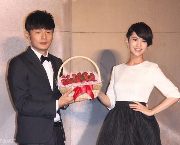 Giáo chủ khả ái Dương Thừa Lâm chính thức có người rước, nhẫn kim cương siêu to khổng lồ sáng chói cả Weibo - Ảnh 7.