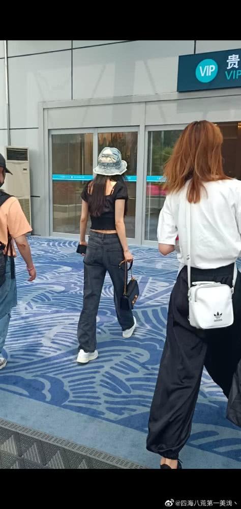 Body cực phẩm của Dương Mịch một lần nữa gây sốt: Ngực nở eo thon xứng danh mỹ nhân số 1 Cbiz! - ảnh 5