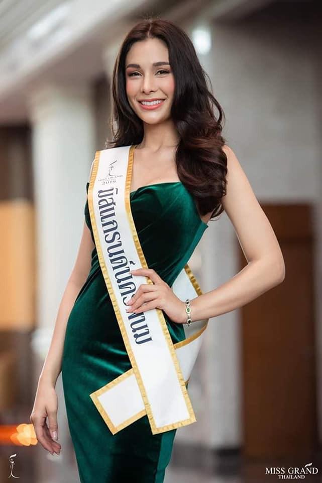 Không chỉ lạc lõng trong chiến thắng, Miss Grand ThaiLan 2019 còn bị chỉ trích bởi gương mặt đơ cứng, thiếu tự nhiên - ảnh 4