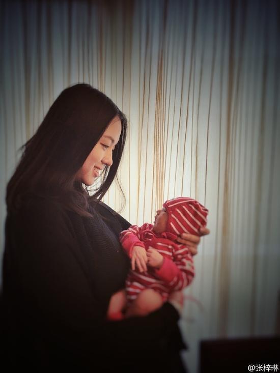 Cô con gái 3 tuổi của Hoa hậu Thế giới Trương Tử Lâm gây sốt: Chân dài miên man, tương lai nối nghiệp Hoa hậu của mẹ - ảnh 7