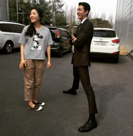 Giật mình các nam thần Hàn cao trên 1m9 đứng bên đồng nghiệp: Như người khổng lồ, Lee Kwang Soo chưa là gì so với số 5 - ảnh 6