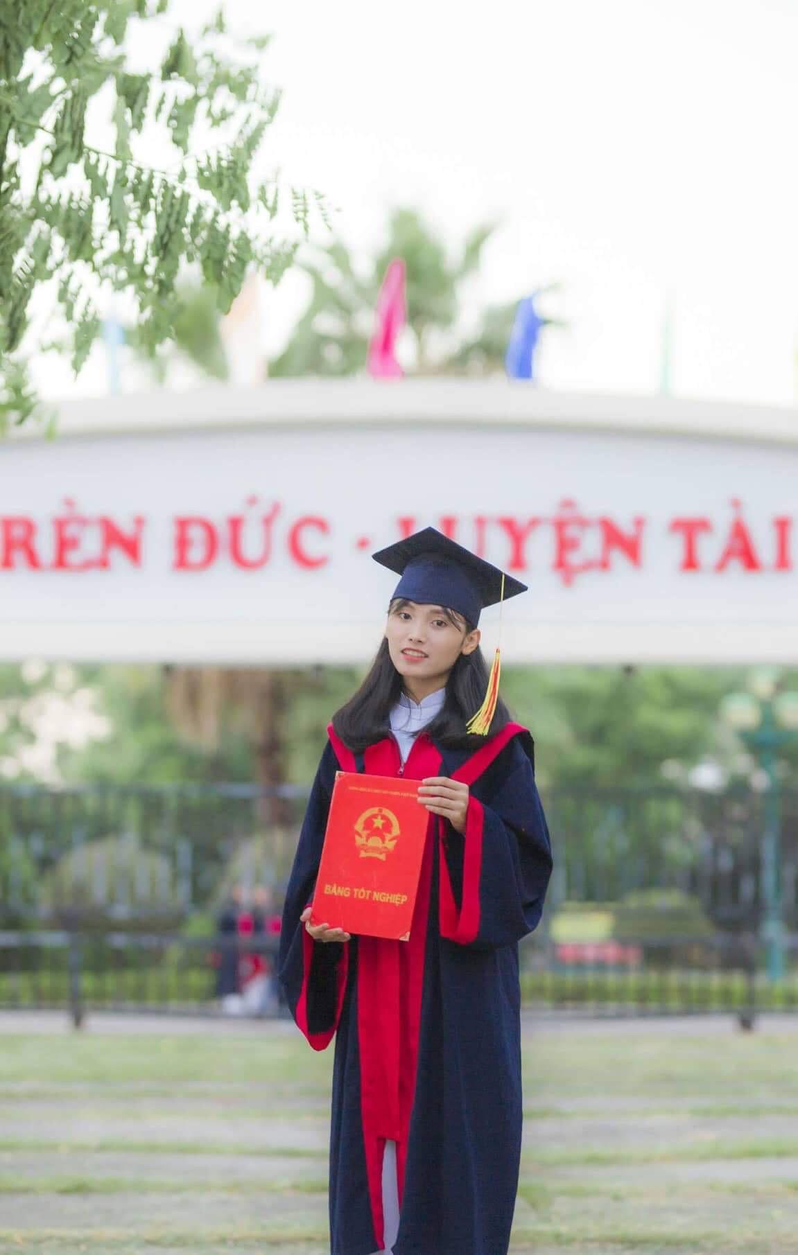 Hơn cả một học sinh giỏi: Vượt qua nỗi đau mất mẹ, nữ sinh Quảng Nam vươn lên đạt điểm văn cao nhất cả nước trong kỳ thi THPT Quốc gia 2019 - Ảnh 1.