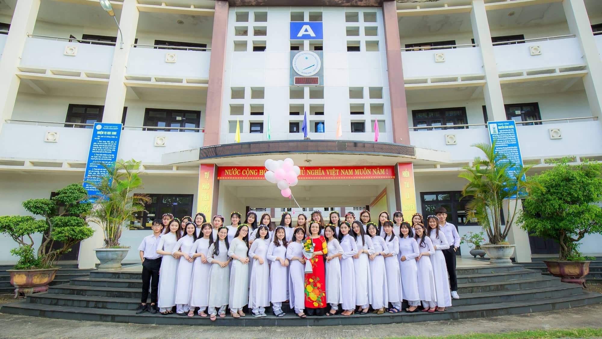 Hơn cả một học sinh giỏi: Vượt qua nỗi đau mất mẹ, nữ sinh Quảng Nam vươn lên đạt điểm văn cao nhất cả nước trong kỳ thi THPT Quốc gia 2019 - Ảnh 4.
