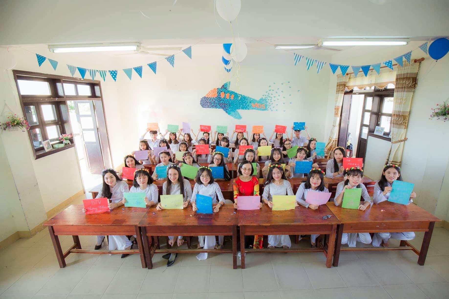 Hơn cả một học sinh giỏi: Vượt qua nỗi đau mất mẹ, nữ sinh Quảng Nam vươn lên đạt điểm văn cao nhất cả nước trong kỳ thi THPT Quốc gia 2019 - Ảnh 5.