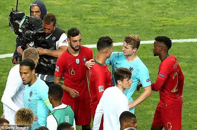 """Ronaldo được cho góp công lớn """"dụ dỗ"""" cầu thủ đẹp trai nhất Hà Lan cập bến Juventus nhưng sự thật đằng sau lại khiến tất cả té ngửa - Ảnh 1."""