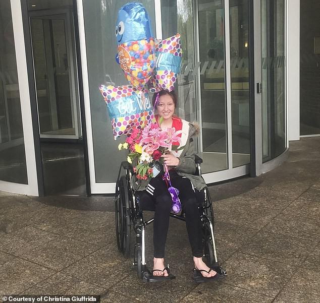 Chịu chứng đau nửa đầu, thị lực kém từ năm 9 tuổi, cô gái người Mỹ không ngờ mình có thể bị liệt nếu không chữa trị kịp thời - ảnh 5