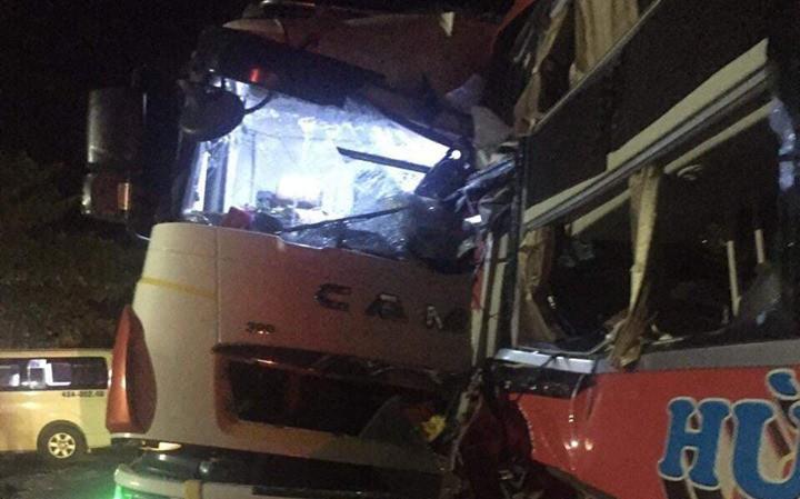 Xe khách đấu đầu xe tải tại đường tránh Nam hầm Hải Vân, 1 người chết, 24 người bị thương