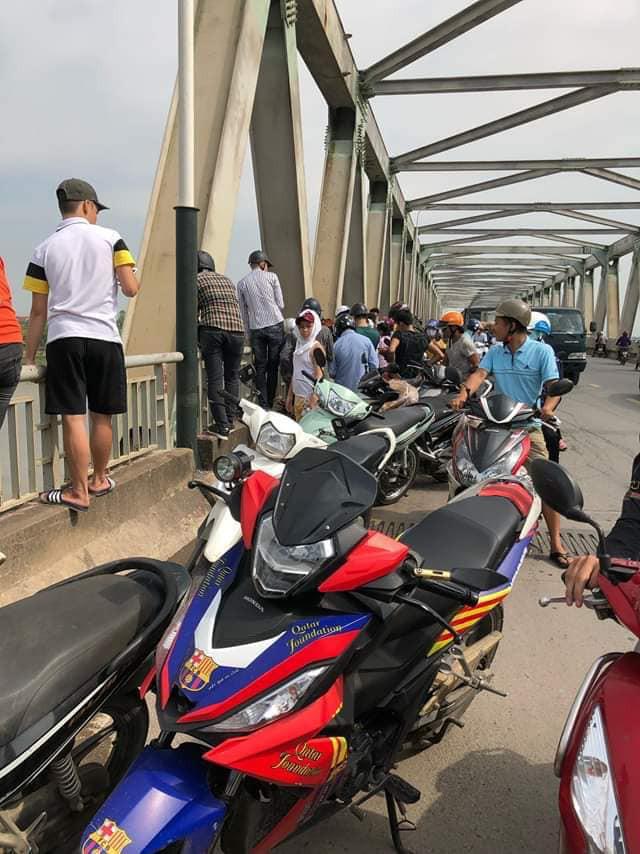 Bắc Ninh: Giải cứu cô gái trẻ nhảy cầu tự tử nghi mâu thuẫn tình cảm - Ảnh 3.