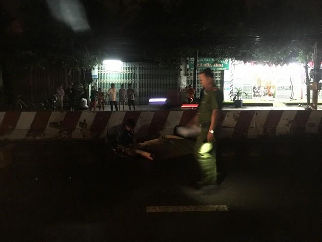 Đi bộ trong cơn mưa, người đàn ông bị tông chết thương tâm - ảnh 2