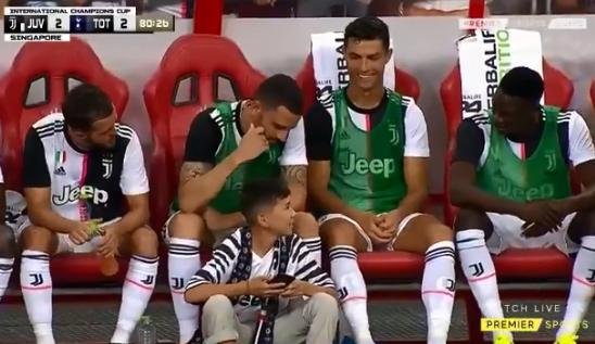 Thêm một hành động nữa chứng minh Ronaldo luôn cưng chiều trẻ em hết mực - ảnh 4