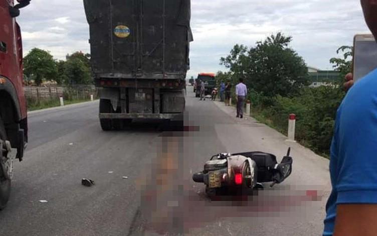 Cô giáo đi xe máy bị xe tải cán tử vong thương tâm
